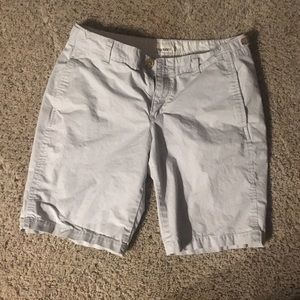Bermuda light gray shorts